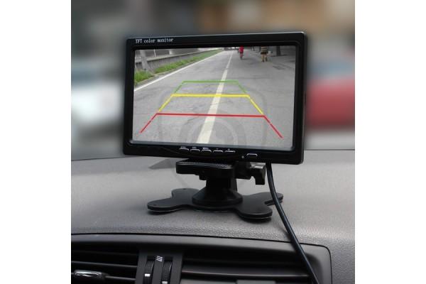 A standard állványos autós monitor 7″ átlómérettel